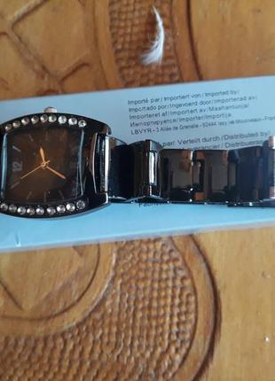 Часы кварцево-механические, на браслете