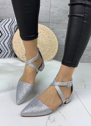 Красивые серебристые туфли на низком каблуке,открытые туфли с ...
