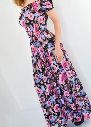Роскошное платье макси с открытыми плечами с цветочным принтом...