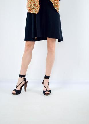 Love label черные босоножки на каблуке с платформой и шнуровке...