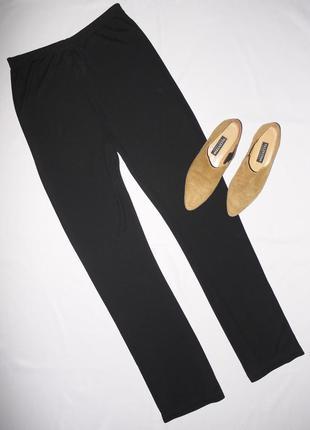 Легкие струящиеся брюки на талию . штаны черные . ткань тонкая .