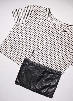 Zara кроп  топ . молочного цвета с черным объемным узором . но...