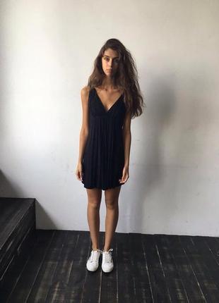 Черное очень женственное платье