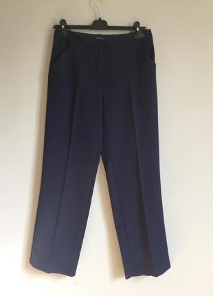 Темно синие ровные брюки . классические