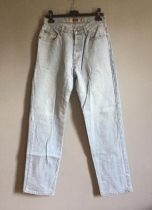 Светло голубые джинсы на талию . высокие . плотный джинс