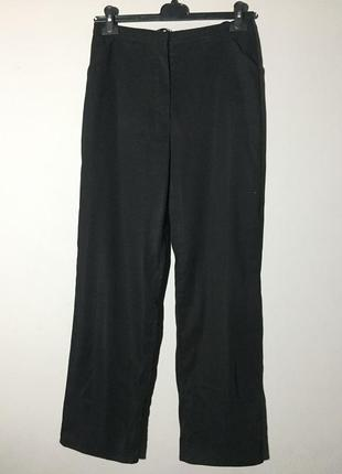 Чёрные ровные брюки , завышенная посадка , узкие . с карманами