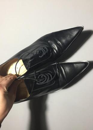 Чёрные туфли на шнуровке на маленьком каблуке . кожа . италия
