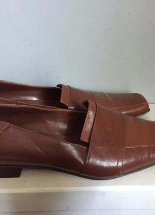 Италия . очень классные туфли из коричневой кожи , классические