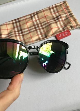 Очки чёрные солнцезащитные. бензиновое стекло