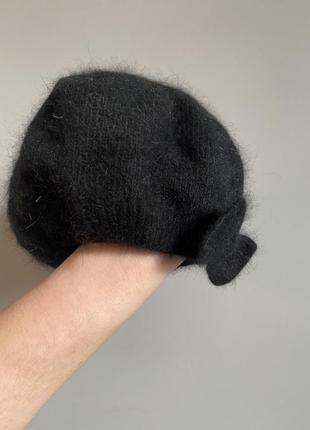 Берет на резиночке из шерсти ангора с бантиком чёрный
