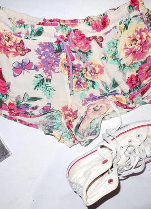 Летние короткие шорты в цветочный узор а-ля 80-е
