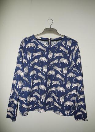Классный темно синий свитшот с белыми тиграми . оверсайз .