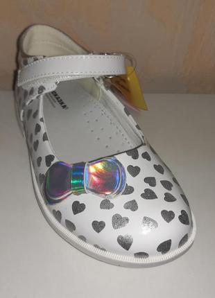 Туфли на девочку 25-30 р. сказка, белые, серебро, сердечки