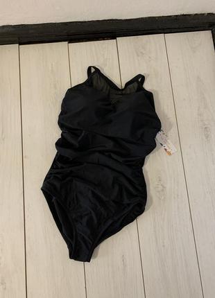 Чёрный закрытый купальник с чашками и сеткой
