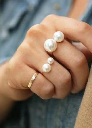 Кольцо с жемчугом золотистое