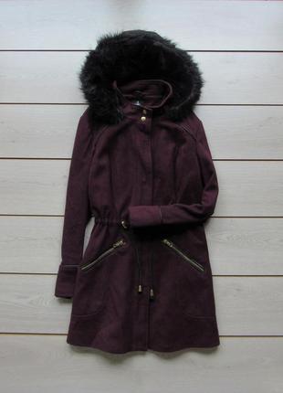 Пальто парка цвета марсала с меховым капюшоном и карманами от ...