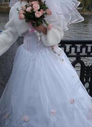 Продам свадебное платье . В придачу даю фату,и рушнык