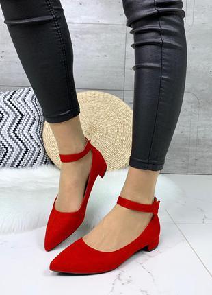 Замшевые туфли с острым носком и ремешками,красные замшевые ту...