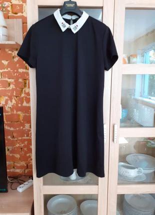 Милейшее платье с белым воротником с вышивкой большого размера