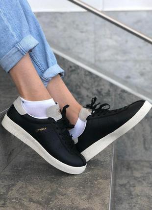 Кроссовки: adidas