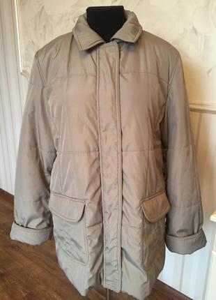 Тепленькая качественная куртка большого размера 54-56.