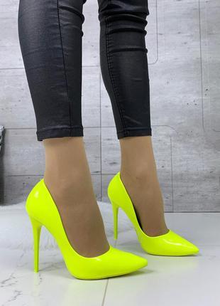 Кислотные туфли лодочки на шпильке,яркие туфли кислотного цвет...