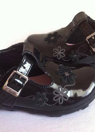 Kожаные лаковые туфли ,туфельки clarks с мигающими огоньками р...