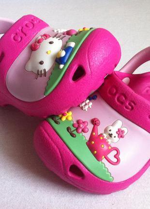 Сабо crocs hello kitty 🎀 размер с4 - с5 ( 21 )  оригинал!!!