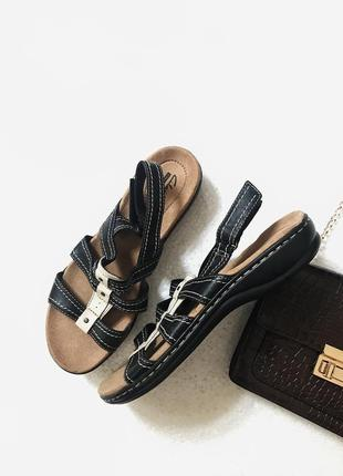 Шикарные фирменные кожаные босоножки clarks 41 размер