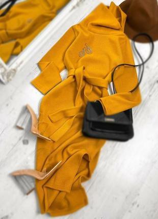Шикарное тёплое платье горчица