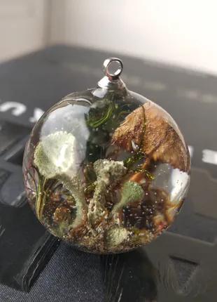 Кулон-сфера с грибами і мохом