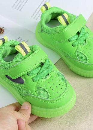 Кроссовки яркие для малышей