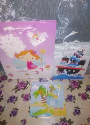 Упаковка подарочных пакетов