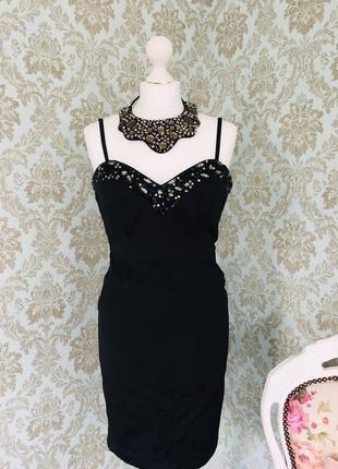 Шикарное вечернее платье с россыпью камней