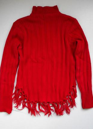 Очень теплый красный свитер плотной вязки с бахромой