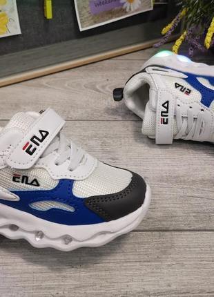 Крутые белые светящиеся кроссовки