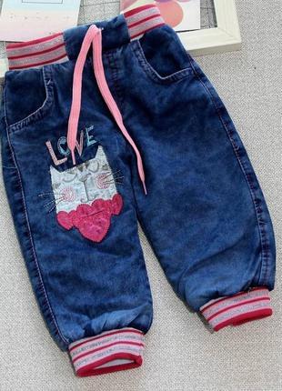 Новые детские тёплые джинсы на девочку 9-12 месяцев с кошечкой.