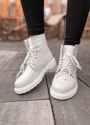 Ботинки dr martens белые ( мех)