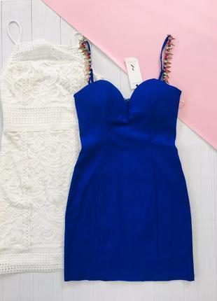 Вечернее платье в цвете электрик