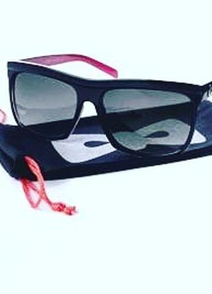 Солнцезащитные пластиковые очки с УФ-защитой «Рок-шик»