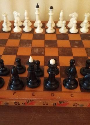 Шахматы бакелит с деревянной доской 40х40 см. советские б\у