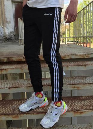 Спортивные штаны в стиле adidas