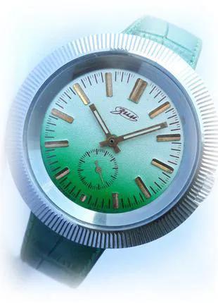 часы ЗИМ_ОЛИМПИЙСКИЕ_СТАДИОН сделано в СССР 80-х МУЖСКИЕ механика