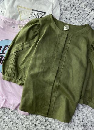 Льняная хаки рубашка с объёмными рукавами