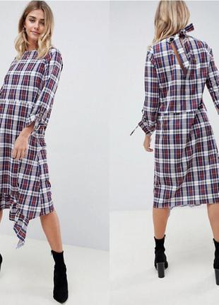 Стильное ассиметричное платье миди в клеточку с длинным рукаво...