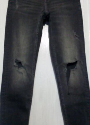 Рваные серые стрейчевые джинсы скины Zara