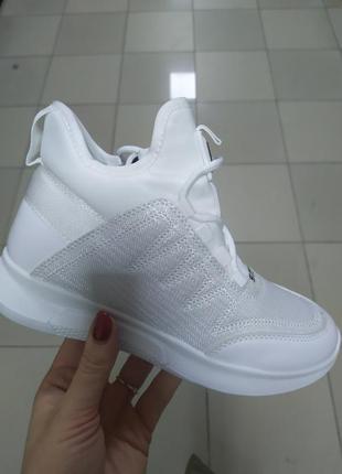 Женские стильные ботиночки белые