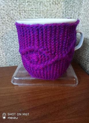 Вязаный чехол свитерок грелка на чашку разные цвета