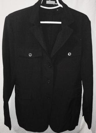 Пилдак чёрный приталенный с накоадными карманами женский