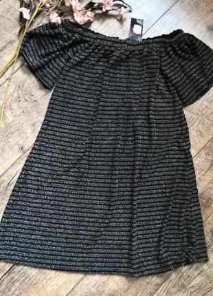 Новое платье с открытыми плечами и рукавом воланом с люрексом/...